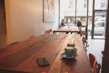 カフェって何時間居ていいの?元店員が解説します。